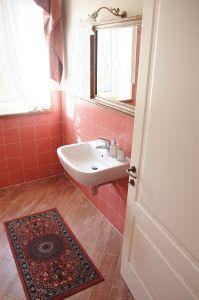 camera-rossa-bagno_le_macine